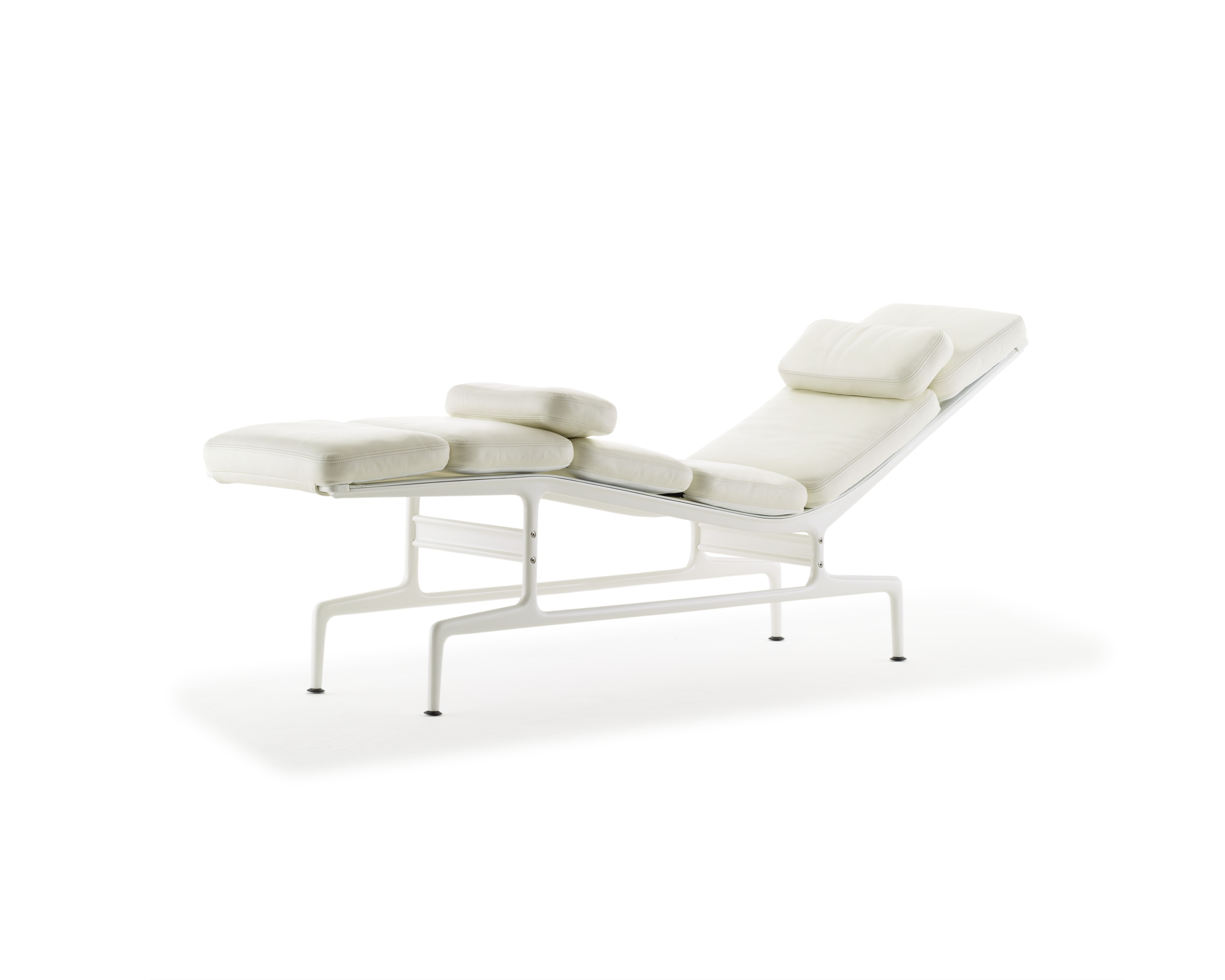 Lounge seating officio mondo for Eames chaise